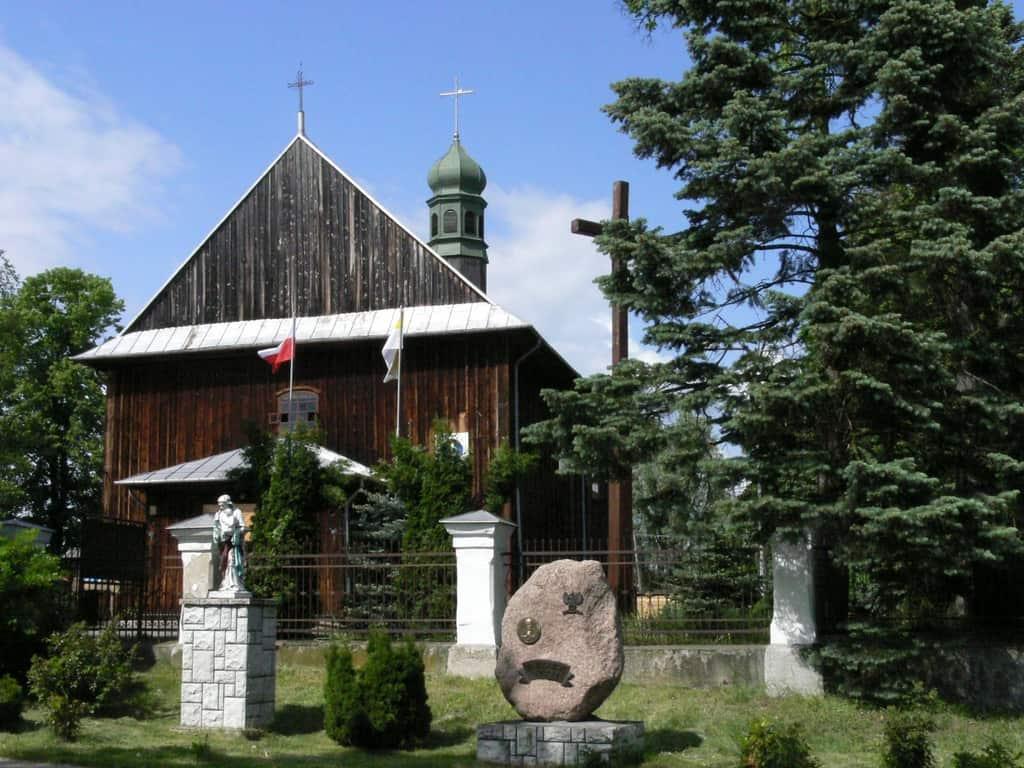 16. drewniany kościół w Warszawicach